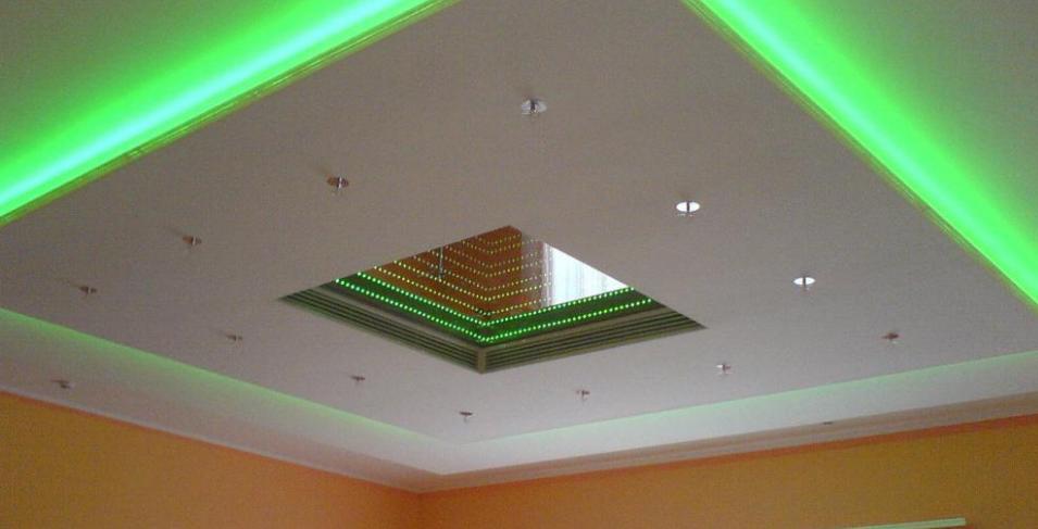 Потолок из гипсокартона формы квадрат
