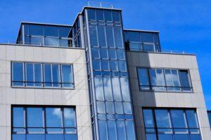 вентилируемые навесные фасады открытого и закрытого типа