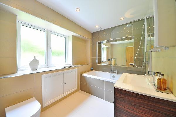 какой потолок лучше для ванной комнаты