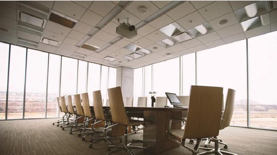 Чем подвесные потолки Армстронг лучше других